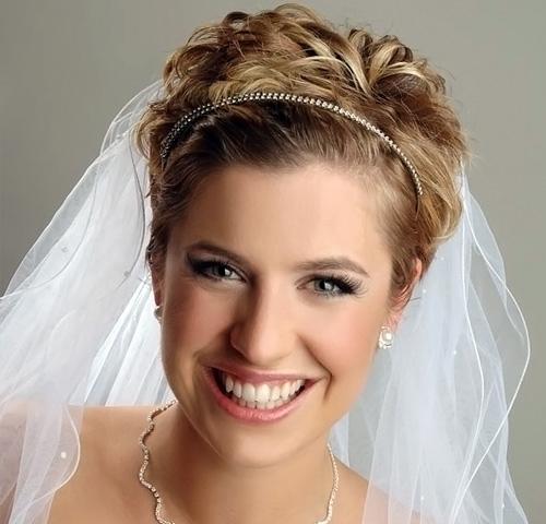 Фотографии лучших свадебных причесок на короткие волосы