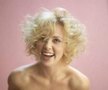 Какие женские прически не любят мужчины. Укладки с эффектом грязных и мокрых волос