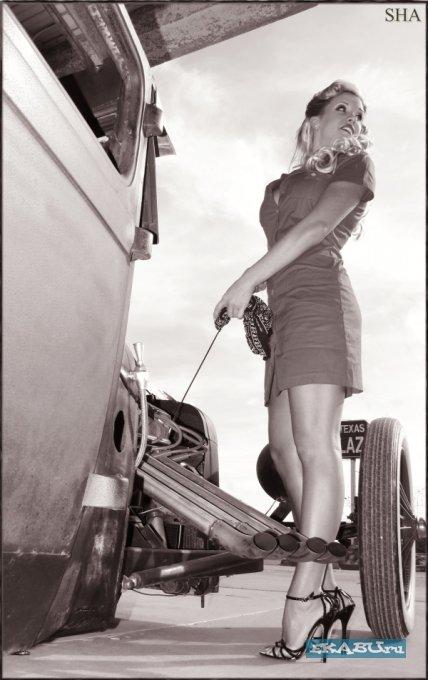 Женщины в стиле пин-ап и ретро-автомобили