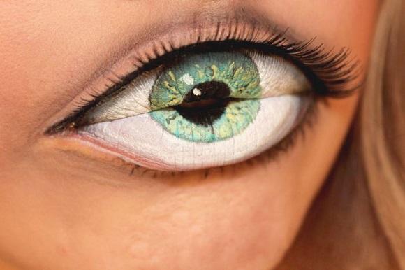 Губы-киви, губы-клубника, глаз вместо губ визаж от Sandra Holmbom