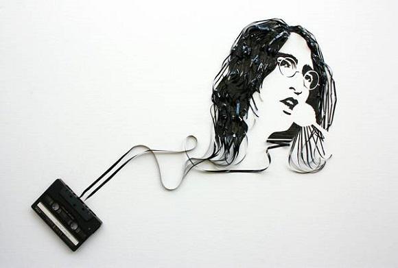 Портреты музыкантов сделанные из магнитной пленки от кассет