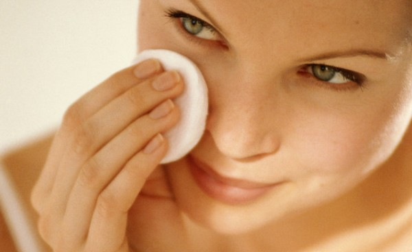 Ухаживаем и очищаем кожу лица с помощью трав