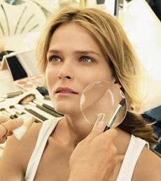 10 ошибок в макияже и прическе, которые нас старят