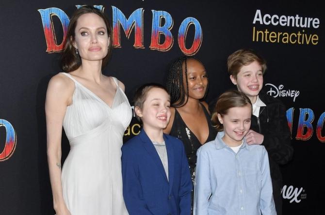 """Анджелина Джоли с детьми на премьере """"Дамбо"""""""