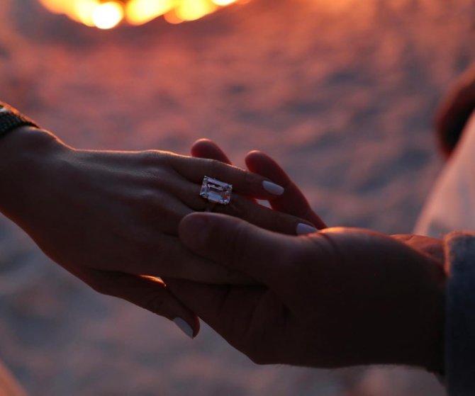 Дженнифер Лопес помолвлена, кольцо за миллион долларов